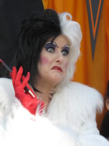 a woman cosplaying as 101 Dalmatians Villain Cruella de Vil